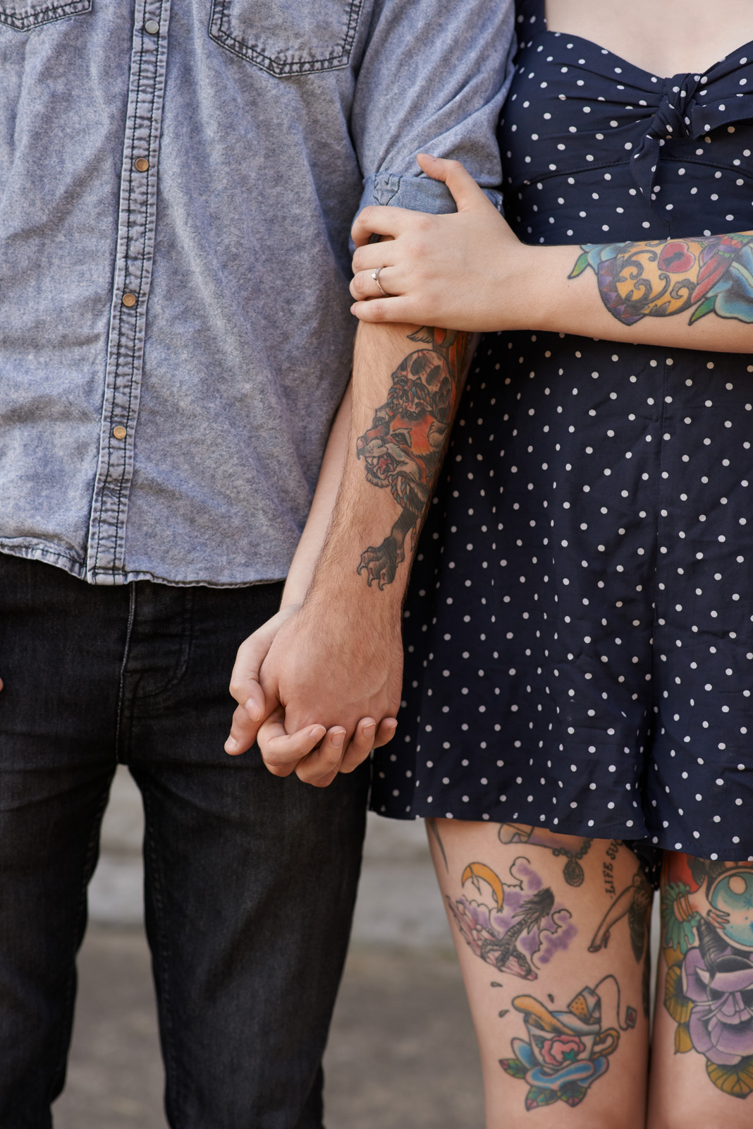 Cropped shot of a couple with tattoos on their bodieshttp://195.154.178.81/DATA/i_collage/pu/shoots/805531.jpg